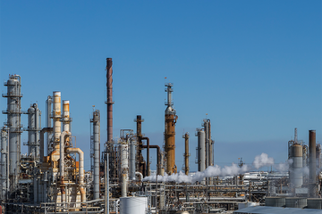 Photo of a refinery.